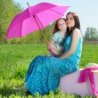 Foto Stock: Happy mother and daughter outdoors