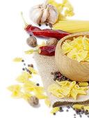 Comida italiana-pastas y especias — Foto de Stock