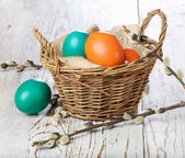 Easter colored eggs in the basket — Stockfoto