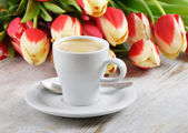 Coffee and tulips — Stock Photo