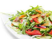 Fresca insalata isolato su bianco — Foto Stock