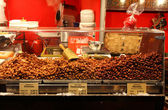 Market stall with candied toasted almonds — Stock Photo