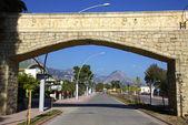 Calle de ciudad de la provincia de antalya, kemer, turquía — Foto de Stock