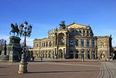 Saxon State Opera house at Theaterplatz in Dresden, Germany — Stock Photo