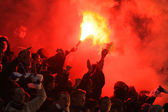 FC Dynamo Kyiv ultras (ultra supporters) burn flares — Stock Photo