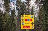 Riktning tecken på skidspåren — Stockfoto