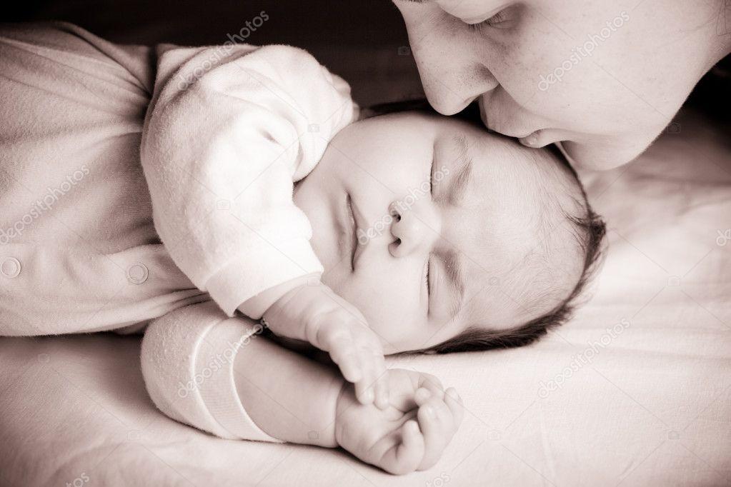 Спящая мать фото 1 фотография
