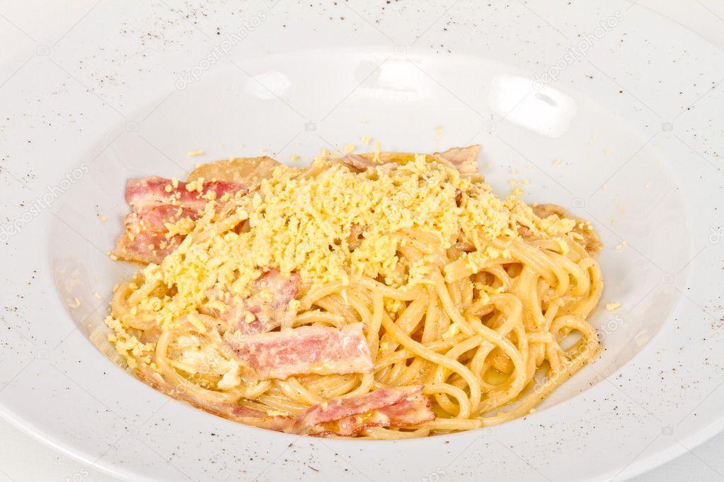 Spaghetti carbonara pasta with bacon and mushrooms — Stock Photo ...