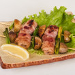 Bacon wrapped grilled Scallops with mushrooms and bacon — Stockfoto