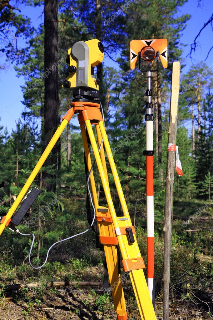 Field Station, reflector and a wooden surveyors stake — Stock Photo #10402315