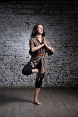 女人做瑜伽运动 — 图库照片