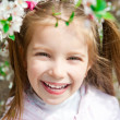 Little girl with bush blossoming - 图库照片