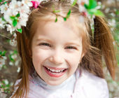 Little girl with bush blossoming — Stockfoto