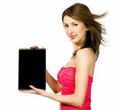 Computer portatile di brunnete bella donna holding — Foto Stock