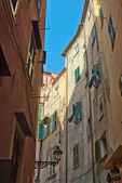 Street with old buildings — Stockfoto