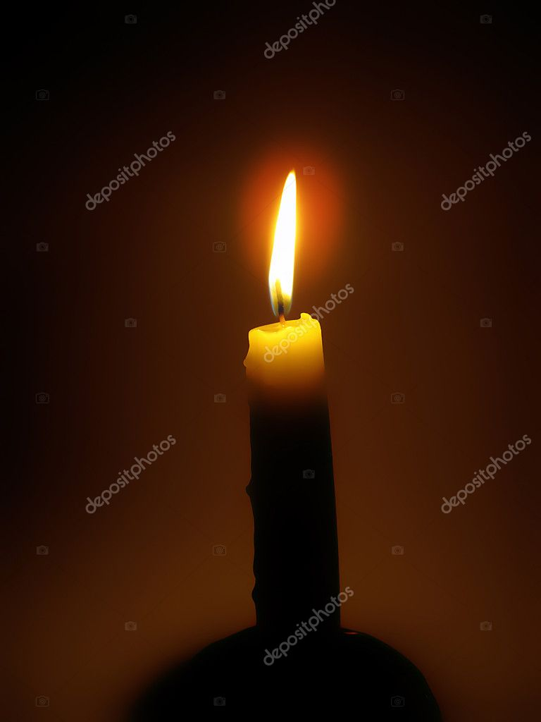 Bright burning candle in the dark — Lizenzfreies Foto #9854505