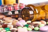 куча красочных таблеток — Стоковое фото