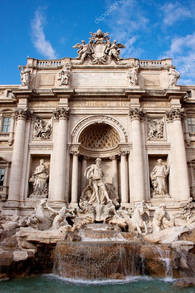 Fountain di Trevi - most famous Rome's fountains in the world. Italy. — Stock Photo #9403597