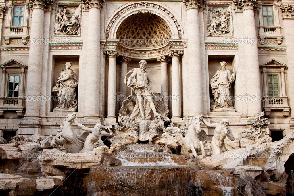 Fountain di Trevi - most famous Rome's fountains in the world. Italy. — Stock Photo #9403618