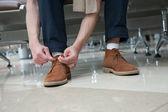 Snöra skorna — Stockfoto