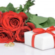 Bouguet  roses and valentines gift — Stockfoto