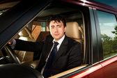 Człowiek za kierownicą samochodu — Zdjęcie stockowe