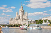 High-rise building on Kotelnicheskaya embankment in Moscow, Russia — Stock Photo