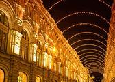 Vakantie in de vorm van een boog op een oude gebouw verlichting — Stockfoto