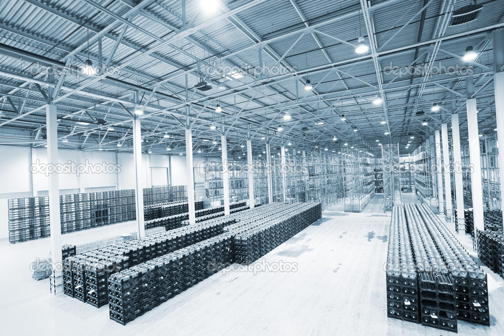 Large modern empty storehouse — Stock Photo #9851331
