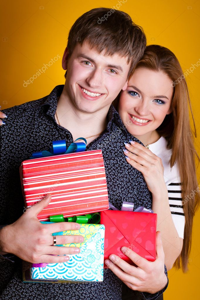 Young couple with gifts isolated — Stock Photo #8986861