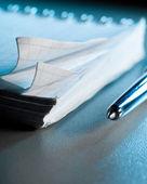 テーブル上の空白のノートブック — ストック写真