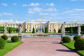 Palace in Peterhof, Saint-Petersburg, Russia — Stock Photo