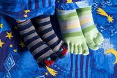 靴下フィートの 2 つのペア — ストック写真