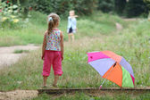 Meisje met paraplu — Stockfoto