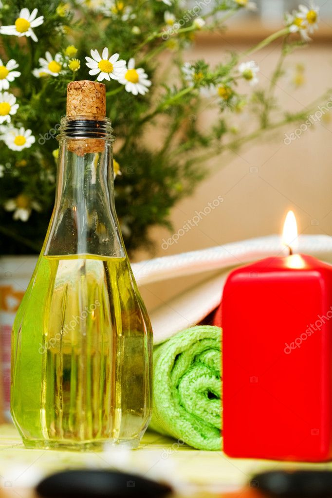 An image of a bottle of oil and a candle — Stock Photo #8571144