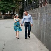 Jovem casal na rua — Foto Stock