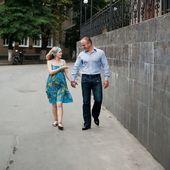 Pareja joven en la calle — Foto de Stock