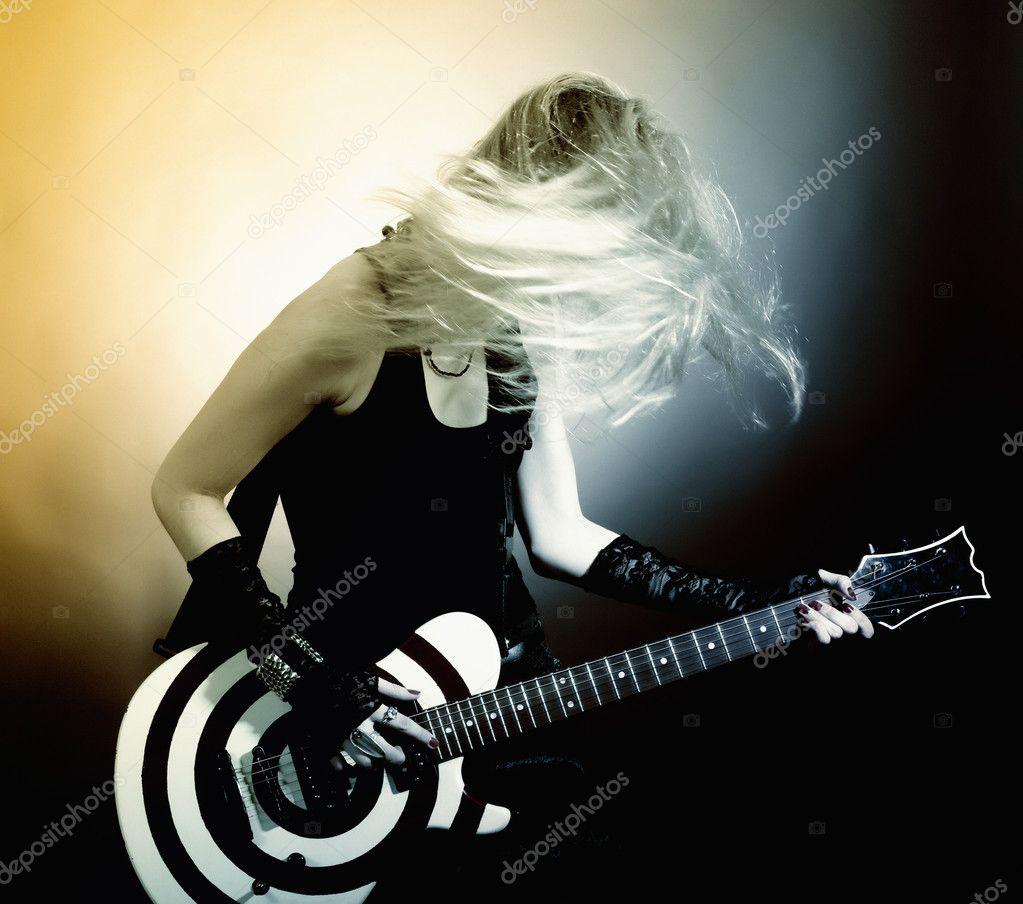 Красивые девушки с гитарами 1 фотография