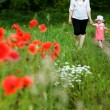 Ma and daughter amongst field — Stock Photo
