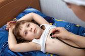 обследование с фонендоскоп — Стоковое фото