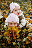Sisters in a park — Stock Photo