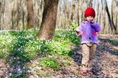 Walking girl in the woods — Stock Photo