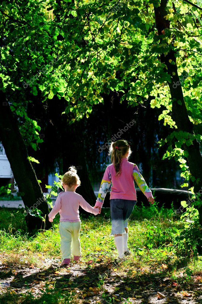 Dos hermanas foto de stock velkol 8664568 - Polveros en dos hermanas ...