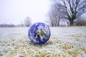 The globe on the frozen grass — Stock Photo