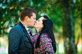 魅力的なカップルの肖像画 — ストック写真