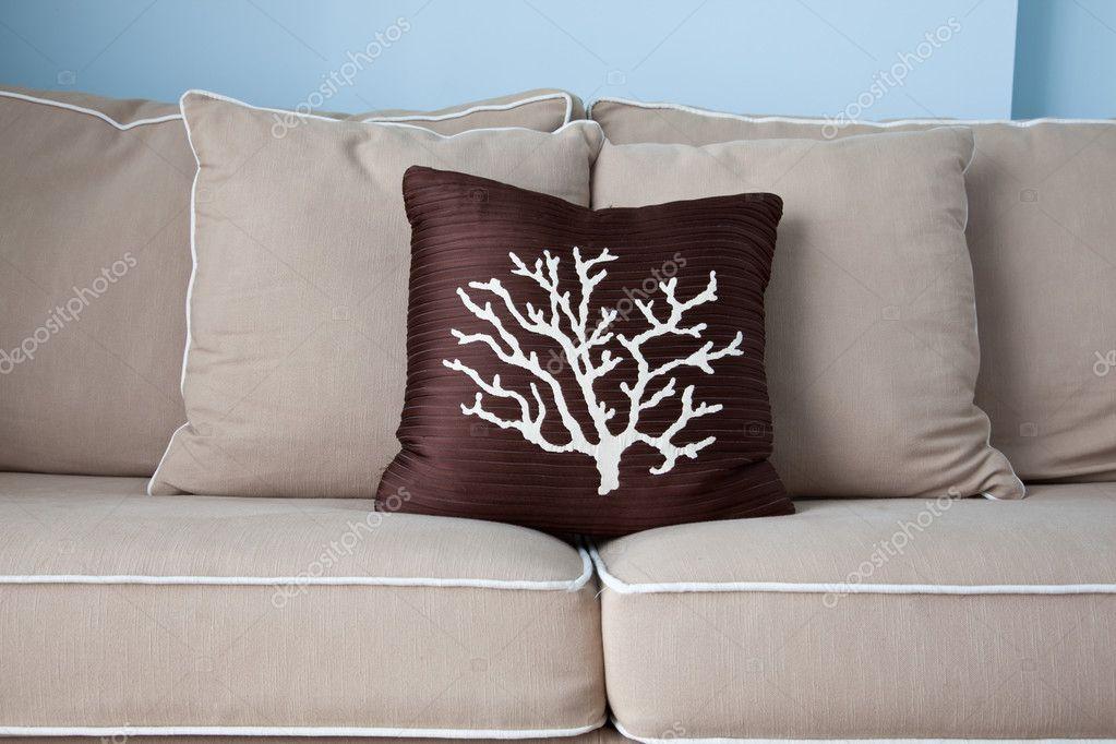 Accogliente cuscino sul divano soffice soffice foto for Cup cozy pillow