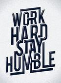 Trabajo duro permanecer humilde tipografía — Vector de stock