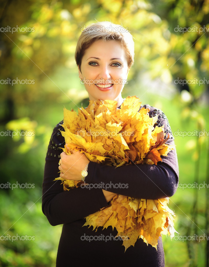 The woman in autumn park — Stock Photo #8740439