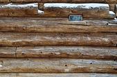 Logg väggen och fönstret — Stockfoto