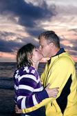 Atractiva pareja encantadora — Foto de Stock